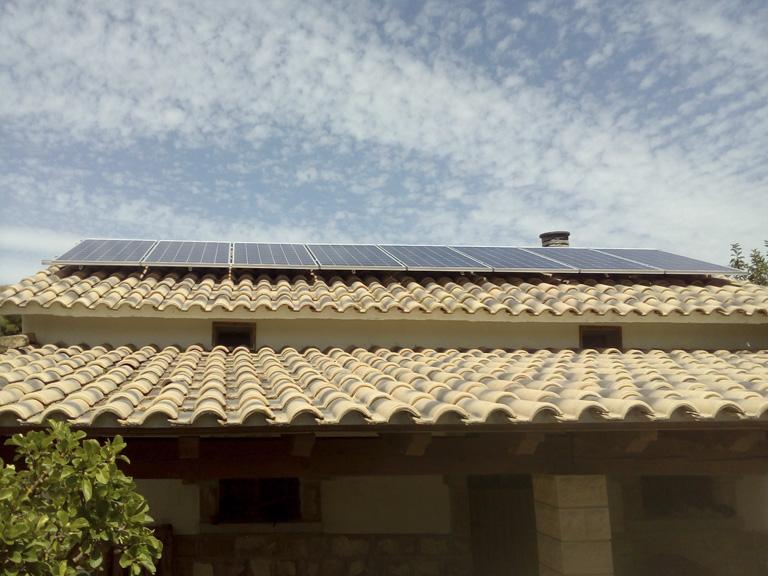 instalación solar aislada en tejado